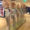 """Sfilano in lingerie alle """"Galeries Lafayette"""": è scandalo!"""