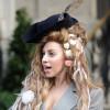 Lady Gaga in versione Cappellaio Matto, ma in tailleur (FOTO)