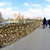 Il Pont des Arts di Parigi in pericolo per i troppi lucchetti