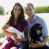 La prima foto ufficiale del Royal Baby fa fare sold out al vestito di Kate