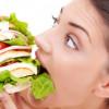 Un minuto in bocca, una vita sui fianchi: quanto tempo impiega il nostro corpo per accumulare peso?