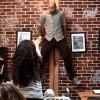 Donna terrorizza i clienti di un coffee shop col potere della sua mente [VIDEO]