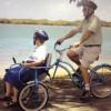 Costruisce una bici con la sedia a rotelle per amore della moglie malata d'Alzheimer [VIDEO]