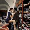 Ripresi a fare sesso in ufficio, le foto dello scandalo vengono postate sui social [FOTO]