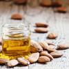 Olio di mandorle dolci: proprietà, benefici e consigli