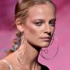 """Capelli: dalle passerelle delle Fashion Week arriva la tendenza del """"Bubble Ponytail"""" [GALLERY]"""