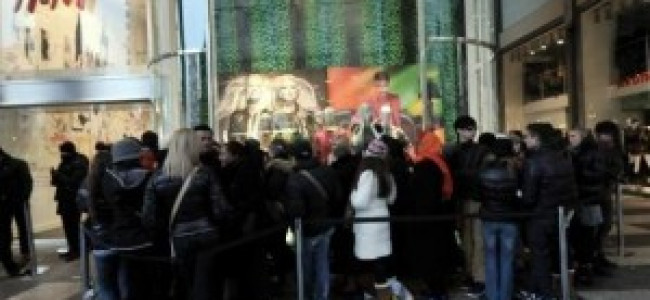 Versace for H&M, un successo clamoroso in barba alla crisi