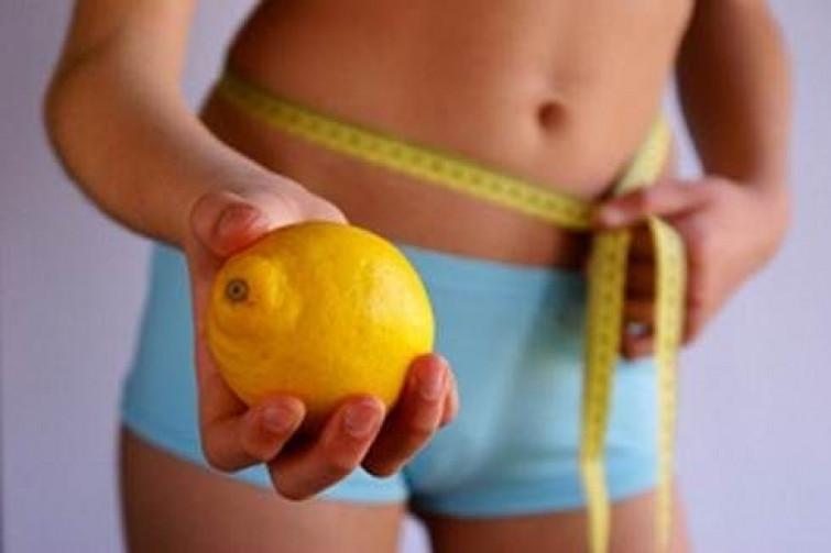 Combattere il gonfiore di pancia con la dieta del limone