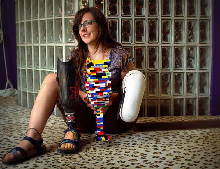 Si costruisce protesi con i Lego (VIDEO)