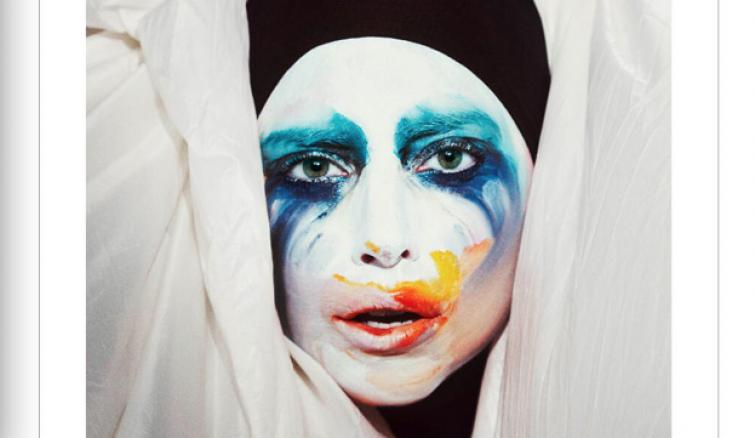 """Trucco sbavato per Lady Gaga nella cover del suo nuovo singolo """"Applause"""""""