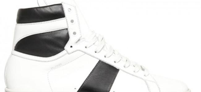 A ruba i roller skates di Yves Saint Laurent