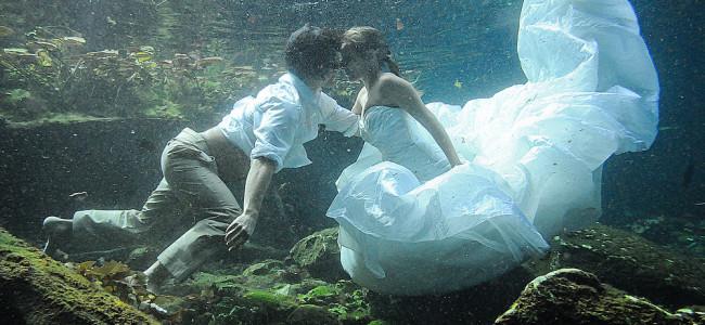 Trash the dress: la nuova moda di distruggere l'abito da sposa dopo il matrimonio