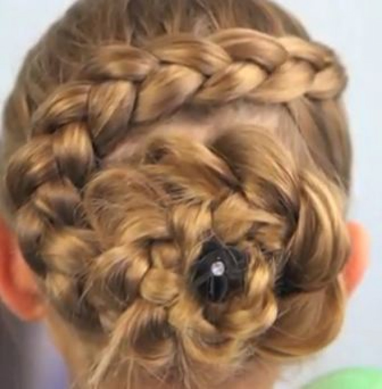 Flower Braid, come creare un fiore con una treccia! (VIDEO)