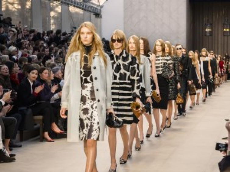 London Fashion Week: BURBERRY PRORSUM primavera/estate 2014 (VIDEO)