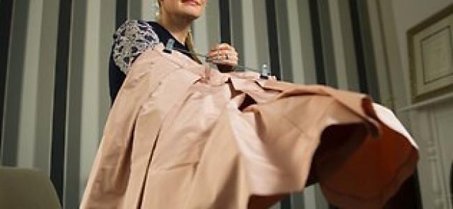 Fa causa a Prada perché non è riuscita a rimuovere una macchia… E vince!!!