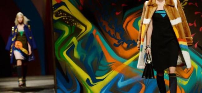 Prada si veste di murales