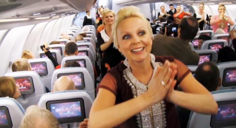 Ubriachi trasformano aereo in una discoteca