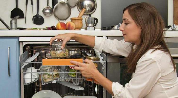 L'ultimo trend del risparmio, cucinare con la lavastoviglie!