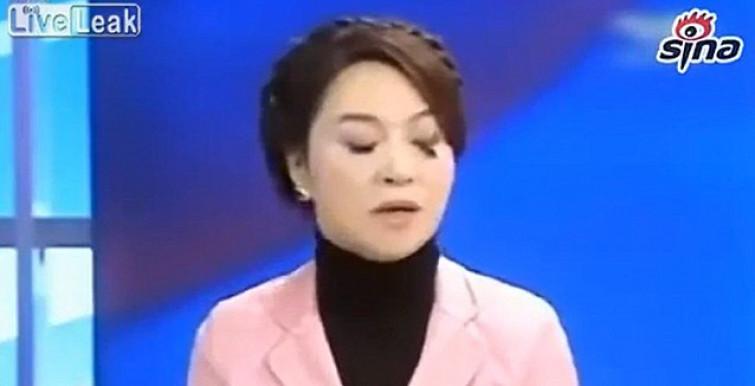 Ho qualcosa nell'occhio? Giornalista prosegue la diretta mentre le ciglia finte si staccano [VIDEO]
