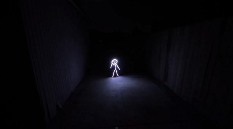Halloween, papà crea per la figlia un costume con luci LED [VIDEO]