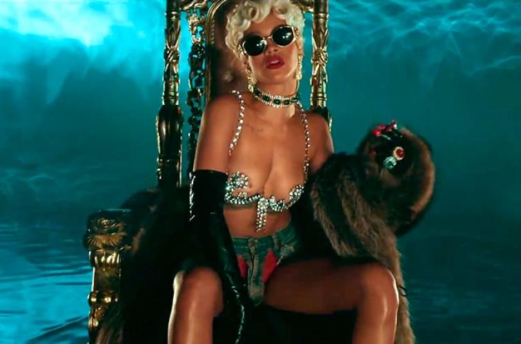 """""""Volgare, osceno e pornografico"""", la rivolta dei fan di Rihanna contro il suo nuovo video"""