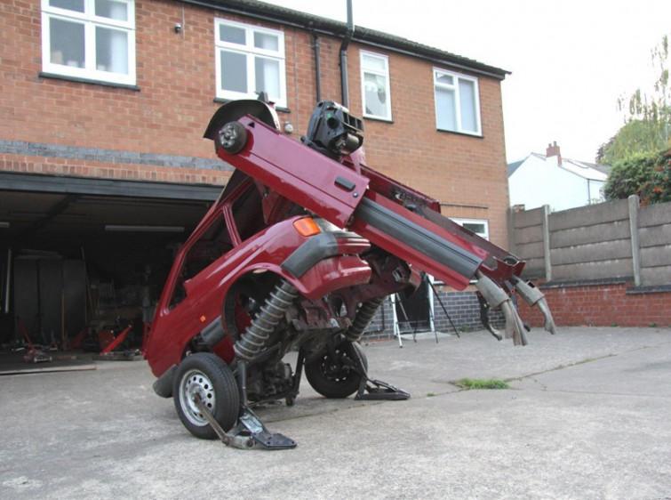 Artista crea la sua versione di un Transformer da una Ford Fiesta [FOTO]