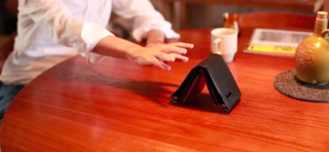 Living Wallet, il portafoglio che scappa via dagli spendaccioni [FOTO e VIDEO]