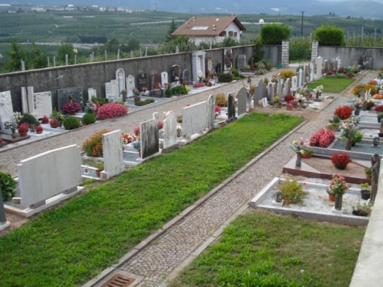 Pompei, vedova cade nella tomba del marito e muore