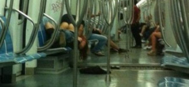 Roma: fanno sesso in metro