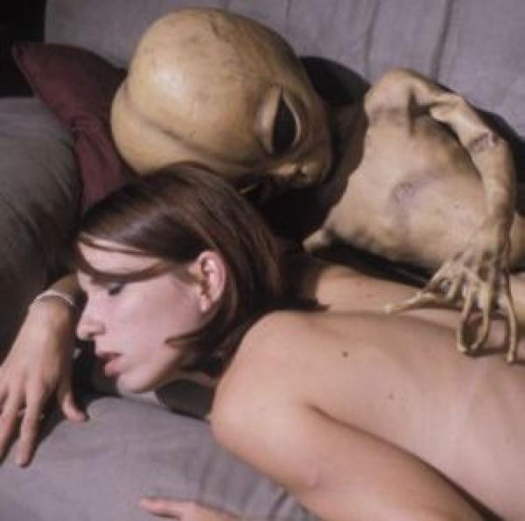 Donna incinta di un alieno
