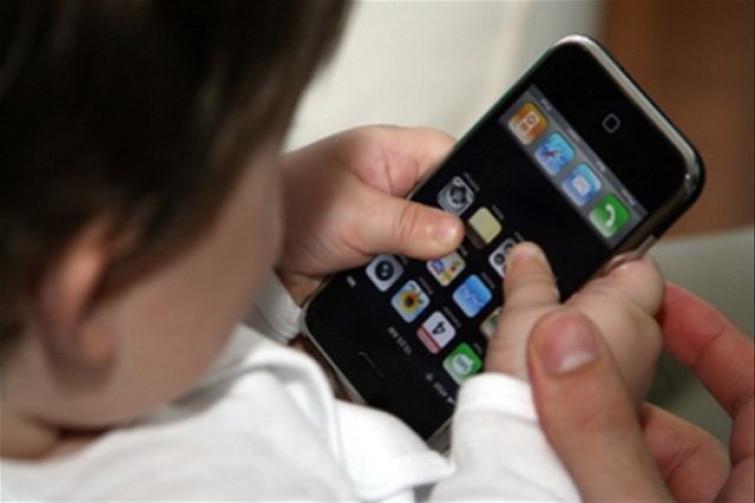 Vendono la figlia per poter comprare un iPhone