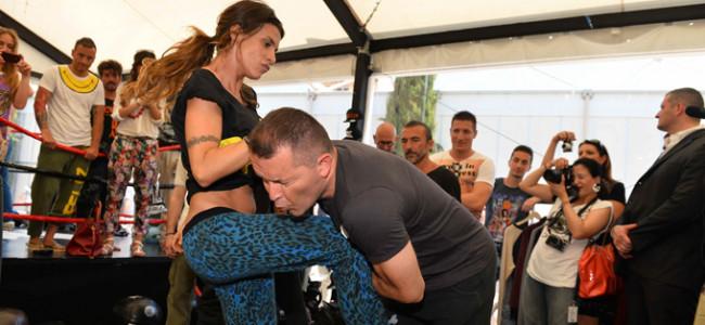 E' una tosta! Elisabetta Canalis fa una dimostrazione di Krav Maga (FOTO e VIDEO)