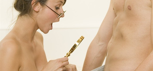 Deve tatuarsi il nome della fidanzata sul pene ma non può perchè ce l'ha troppo piccolo