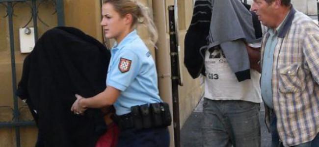 Francia: bimba di un anno rinchiusa nel bagagliaio tra gli escrementi