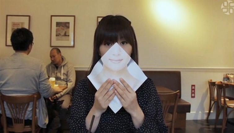 Nascondetevi dietro ad un sorriso mentre sbranate il panino! [FOTO]