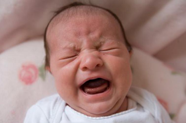 Bebè dichiarato morto scoppia a piangere poco prima della cremazione