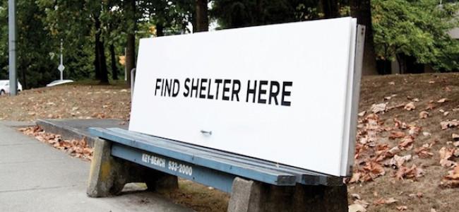 Le panchine che si trasformano in riparo per i senzatetto [FOTO]