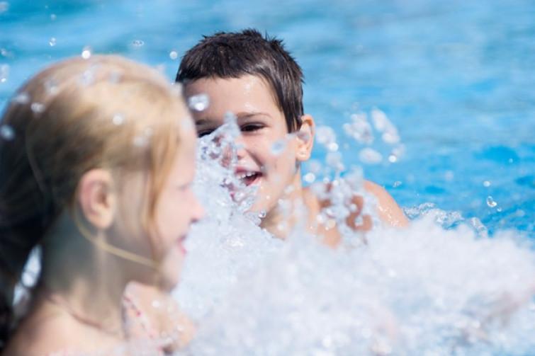 Intossicazione da cloro in piscina: 13 bimbi in ospedale