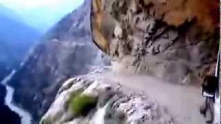 La strada più pericolosa al mondo [VIDEO]