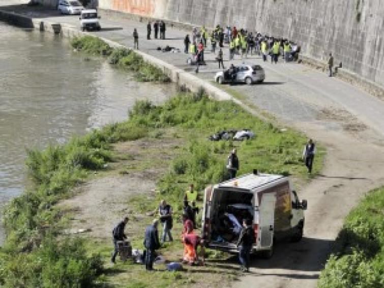 Roma, venditori ambulanti di buttano nel Tevere per sfuggire alla polizia