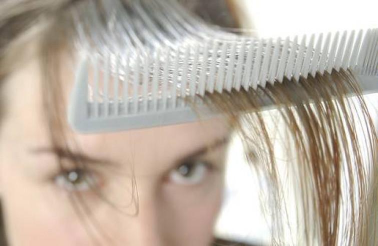 Come contrastare la comparsa dei primi capelli bianchi con rimedi al 100% naturali