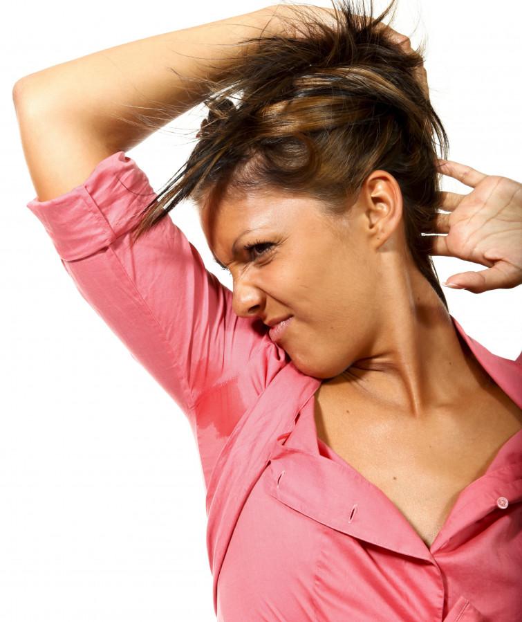 Iperidrosi: rimedi naturali e farmaci contro l'imbarazzante sudorazione eccessiva
