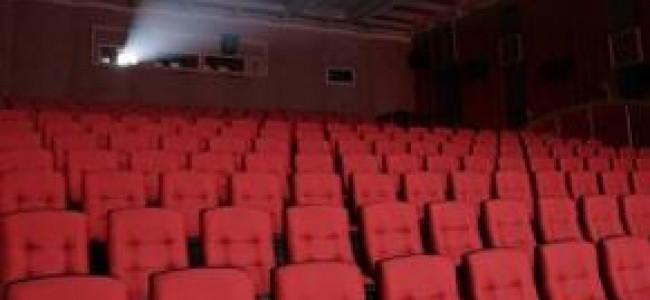 Orgia al cinema: 4 denunciati