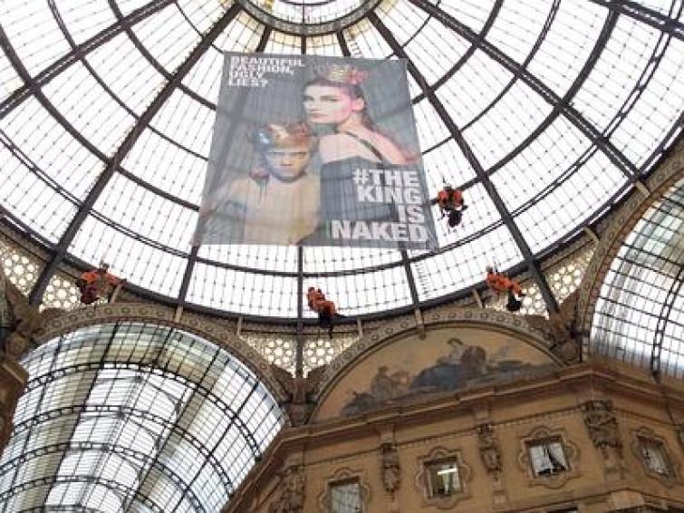 """Continua la protesta di Greenpeace: """"Versace detox now"""""""