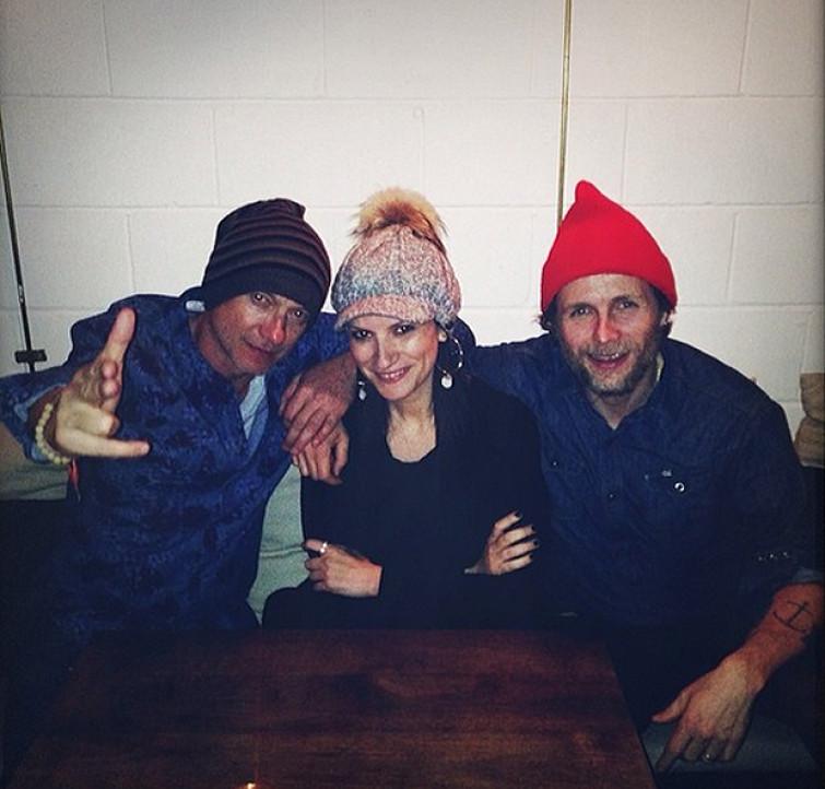 Laura Pausini, Jovanotti e Biagio Antonacci dedicano una canzone a Fiorello e al signor Mario [VIDEO]