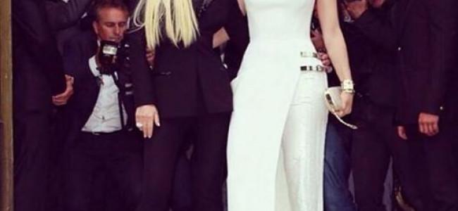 Versace Atelier: la sfilata inizia solo dopo l'arrivo di Jennifer Lopez [FOTO]
