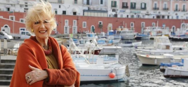 Loretta Goggi in abiti Laura Biagiotti per la fiction 'Un'altra vita'