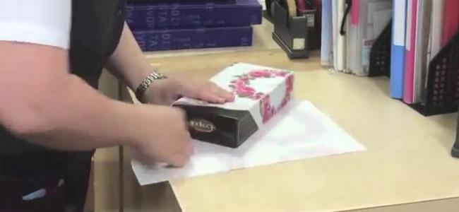Come impacchettare un regalo in pochissimo tempo [VIDEO]