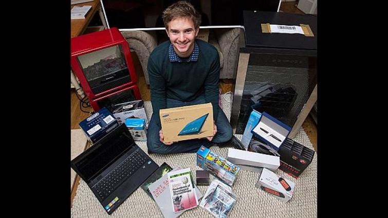 Amazon manda per sbaglio 4500 euro di merce ad uno studente e gliela regala