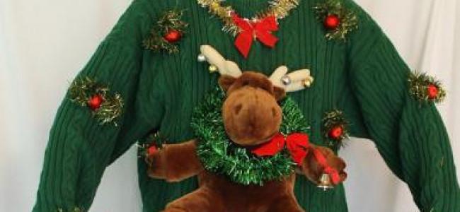 Peluche e paillettes per un maglione di Natale davvero bizzarro [FOTO]